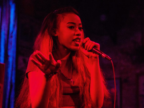 Jean Deaux at Three Links on 4/23/18 photos by Roman Soriano